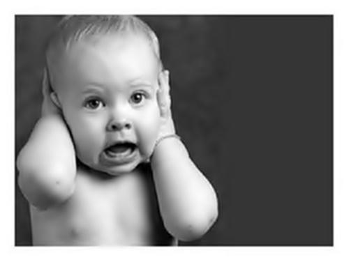 ¿Cómo la tensión en la musculatura de cabeza y cuello puede influir en los acúfenos o tinnitus?